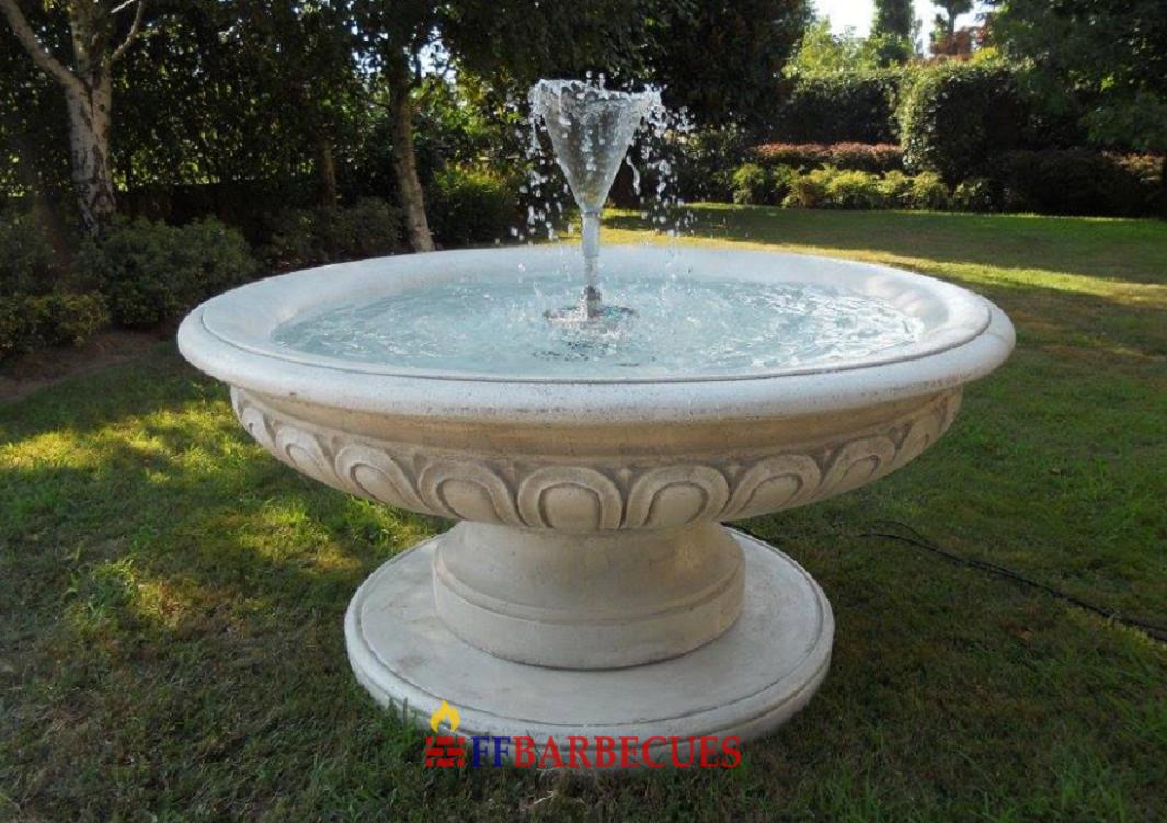 Fontaine rond en pierre grand vasque ffbarbecues for Bassin en plastique rond